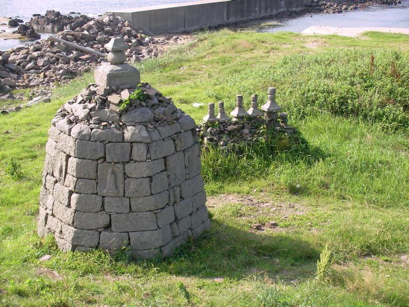 大島諸願堂 石積六角地蔵塔